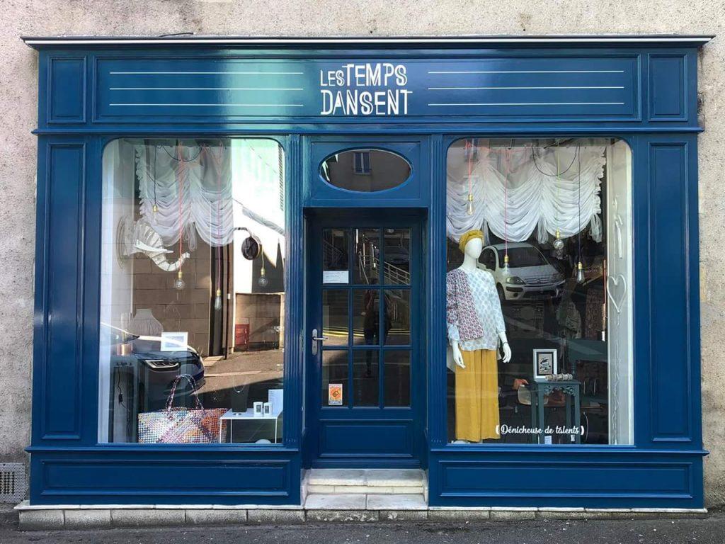 Vitrine de la boutique Les Temps Dansent à Nevers