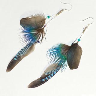 grandes boucles d'oreilles à plumes bleues