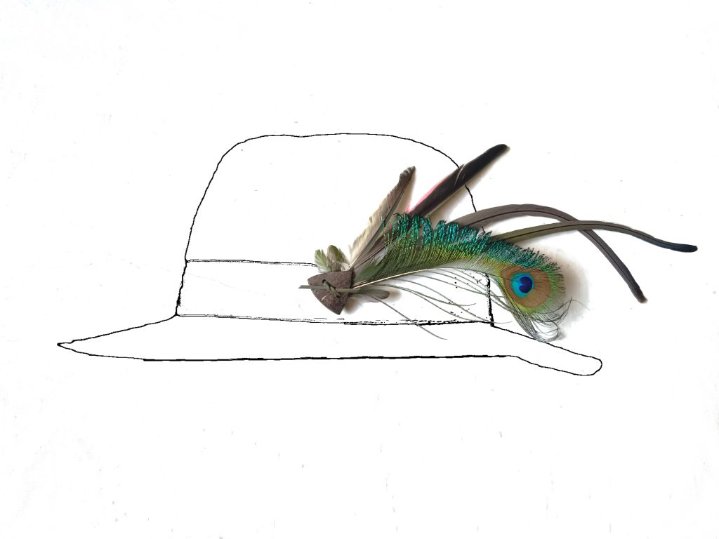 Pour une commande personnalisée,bijou de chapeau avec de belles plumes, posé sur un croquis de chapeau