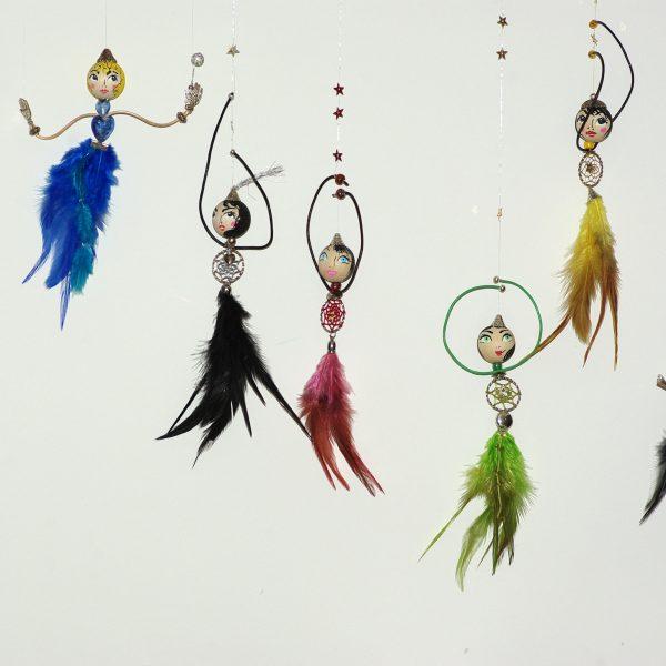 fées à jupes de plumes de toutes les couleurs