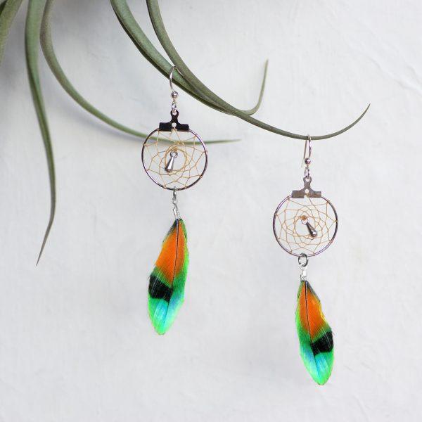 Boucles d'oreiles dreamcatcher à plumes multicolores