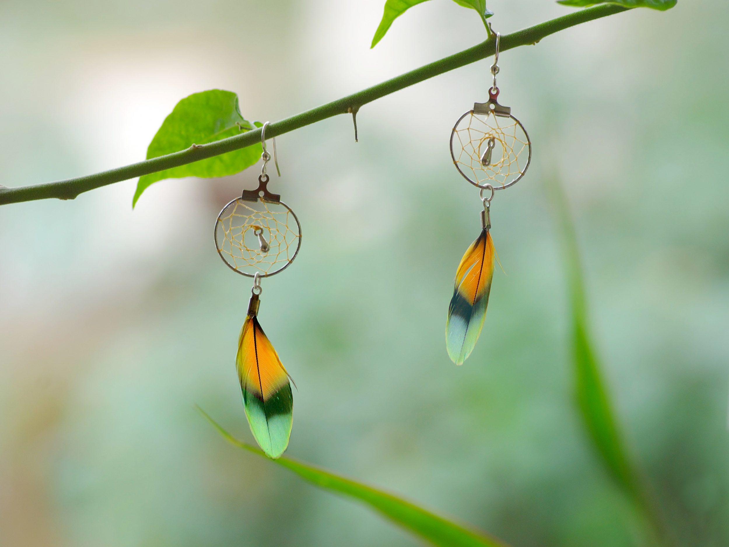 Boucles d'oreilles dreamcatcher à plumes multicolores, fon nature clair