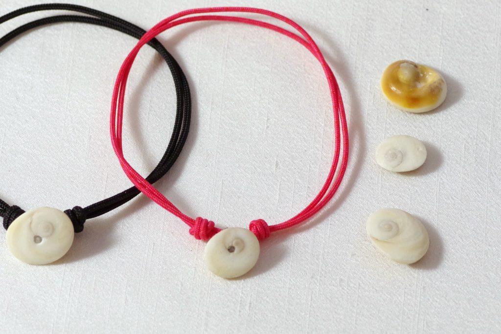 oeil de sainte Lucie et bracelets faits avec