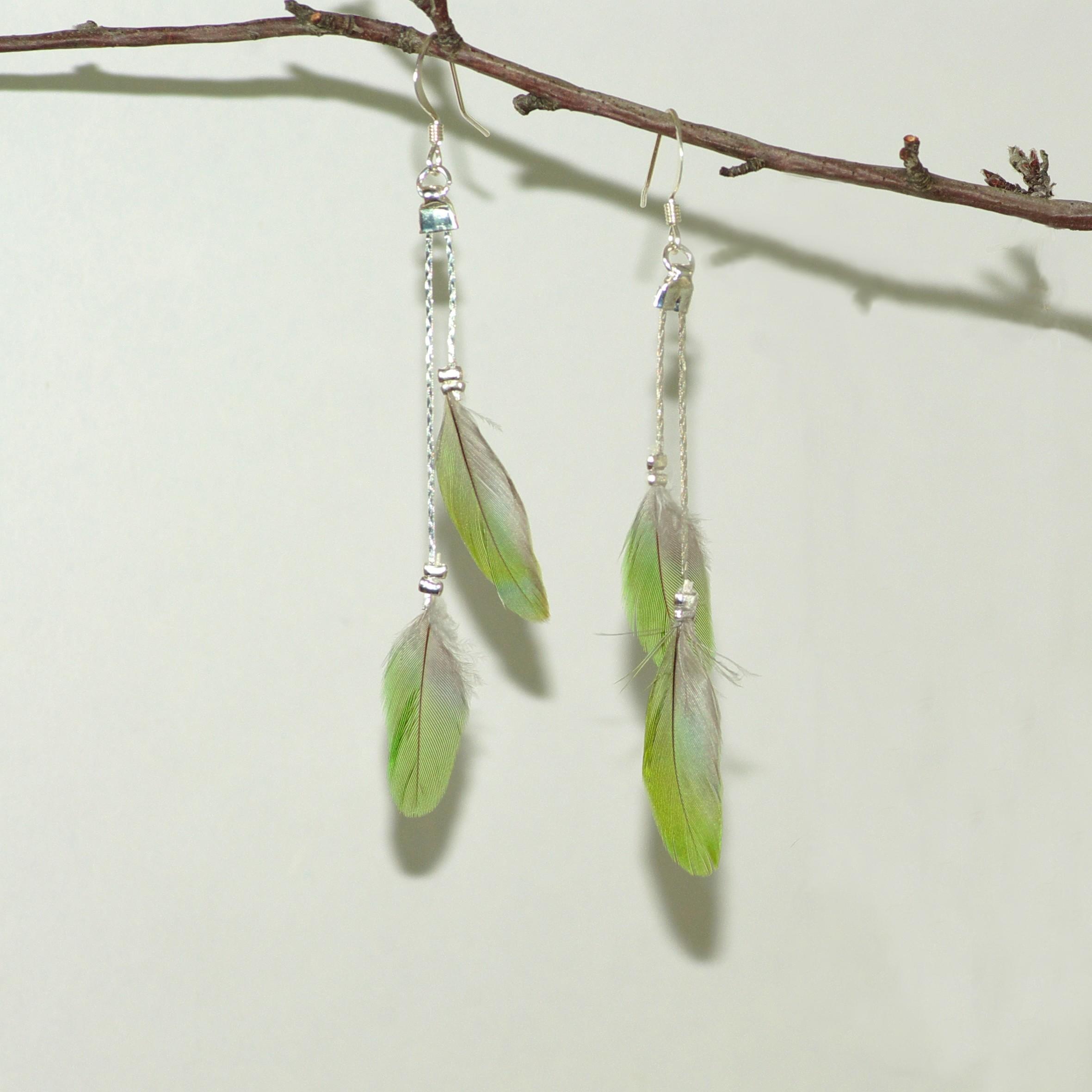Boucles d'oreilles plumes vertes et fines chaînes
