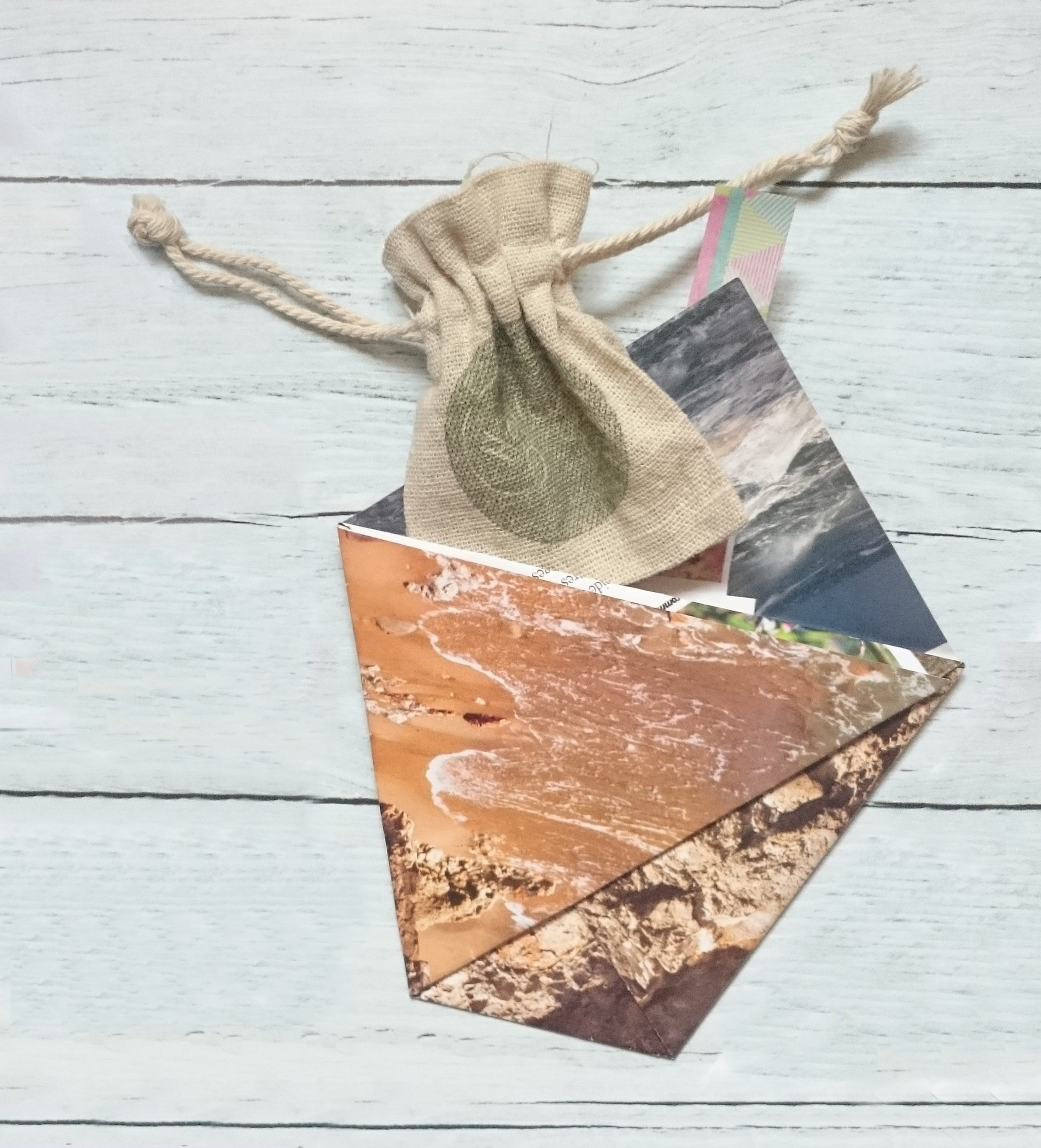 Emballage pochon jute et pochette originale origami en pamier magasine recyclé