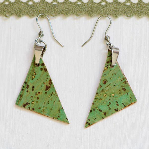 Boucles d'oreilles à pendentif de liège, triangle vert, crochets argentés