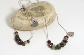 bracelet-et-collier_j'emme_chaine-coeur-inox_pierres-gemmes_rubis-zoisite_grenat_rouge-vert (2)