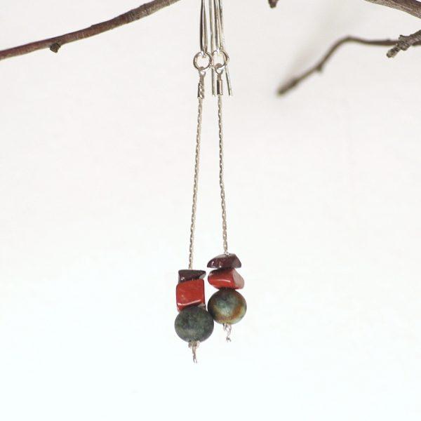 trois perles de pierre dans des tons natureles (gris-turquoise, marron, rouille)ce sont des jaspes et des turquoises africaines