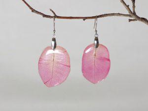 boucles d'oreilles avec des pétales de bougainvillier rose
