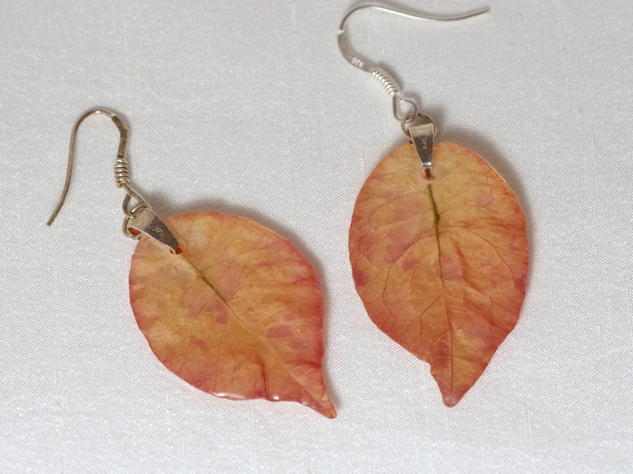 boucles d'oreilles à pendentifs bractées de bougainvillées ocre