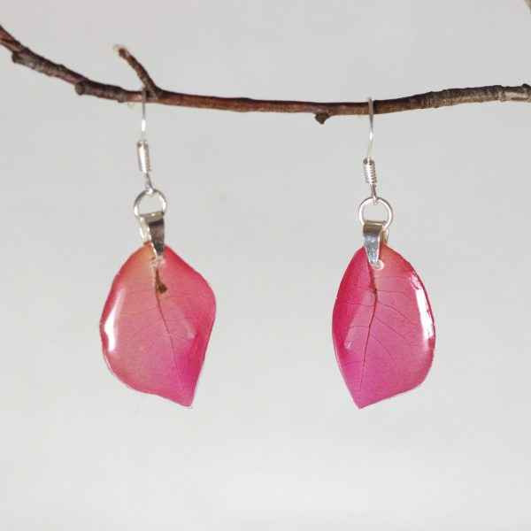 petites bougainvillées rose vif en pendentif de boucles d'oreilles à crochets argentés