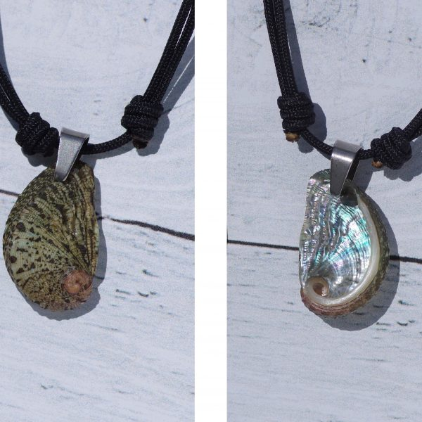 colier unisexe , au look sportif avec un pendentif coquillageréversible : pendentif coquillage ormeau à porter recto ou verso (nacre brillante)