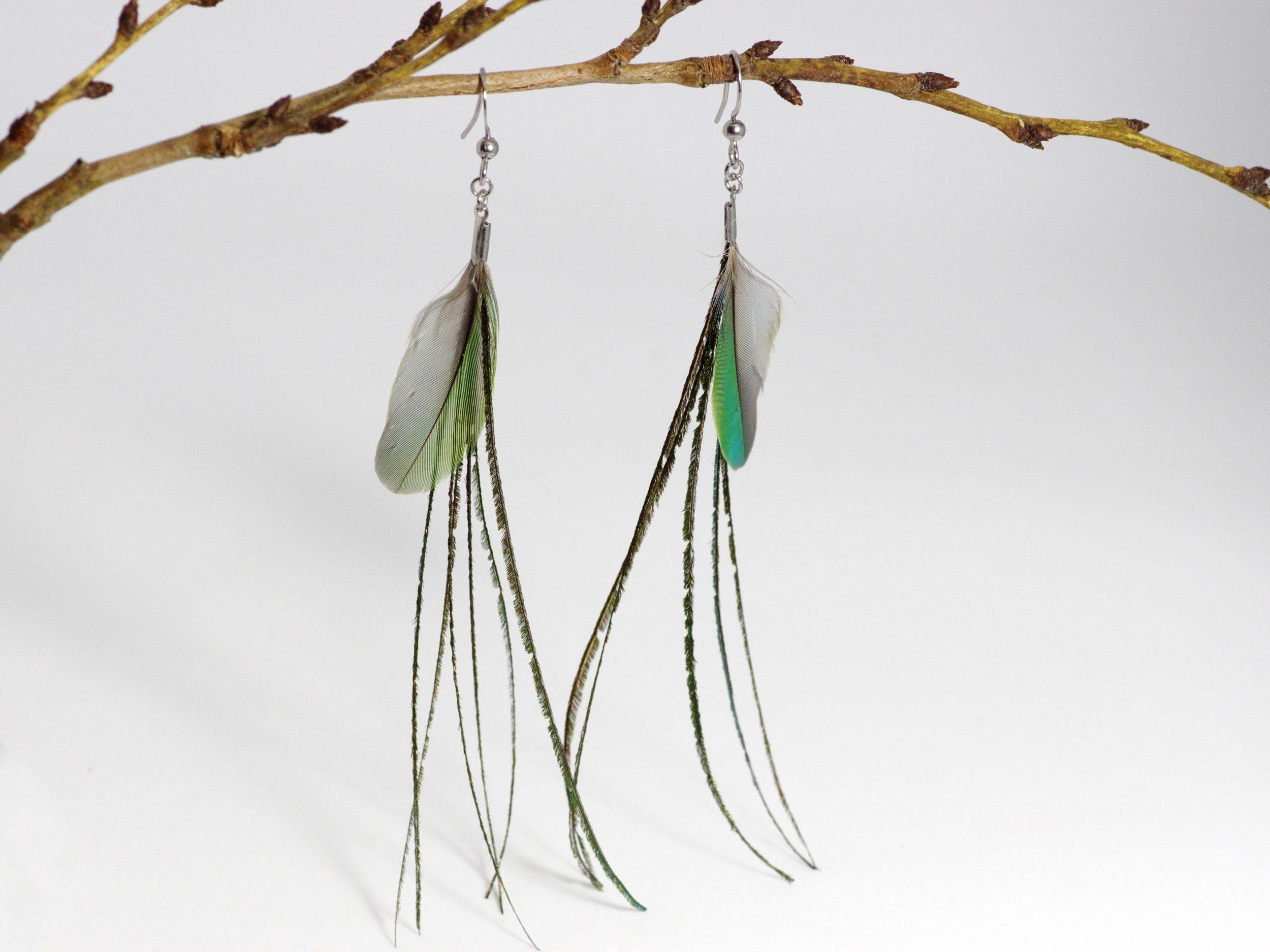 plumes très fines de paon avec une petite plume verte, pour delongues et très légères boucles d'oreilles