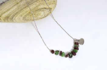 collier_jemme_chaine-coeur-inox_pierres-gemmes_rubis-zoisite_grenat_rouge-vert-4