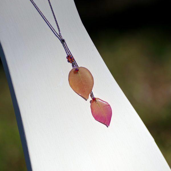 collier végétal : double pendentif bougainvillées roses sur chaînes argentées
